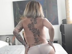 Foxxy is Dying For a Piece of Your Cock to Penetrate Her in Bed Right Now
