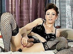 Pretty Jasmine Jewels fingering and toying herself