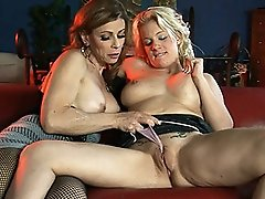 Horny TMILF Jasmine Jewels playing with Heidi