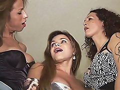 Bruna, Hilda & Nikki in dirty threesome