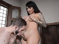 Hard Foxxy takes a huge dick