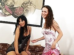 Brunette TS hottie drilled by naughty Nikki