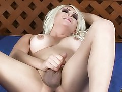 TS Afrika Kampos Stroking Her Shecock On The Bed